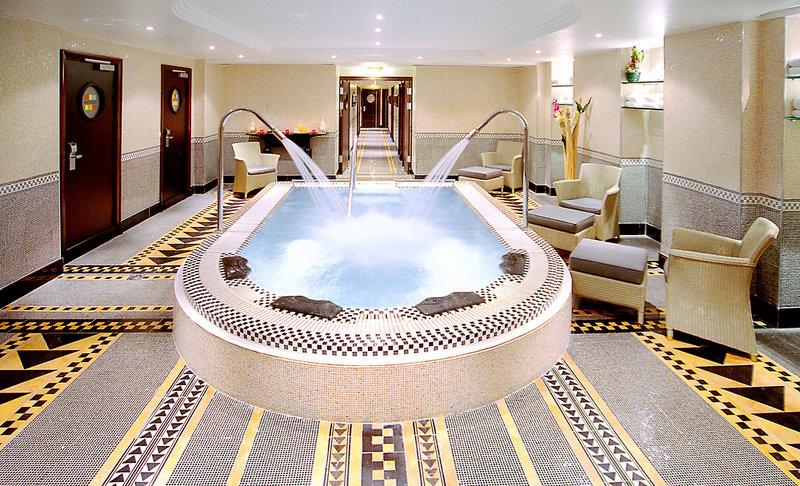 The Hotel du Collectionneur Arc de TriomphePool