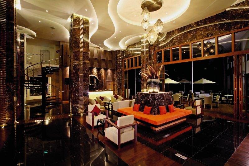 Centara Nova Hotel & Spa PattayaLounge/Empfang