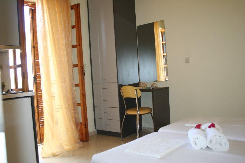 Nikas Apartments