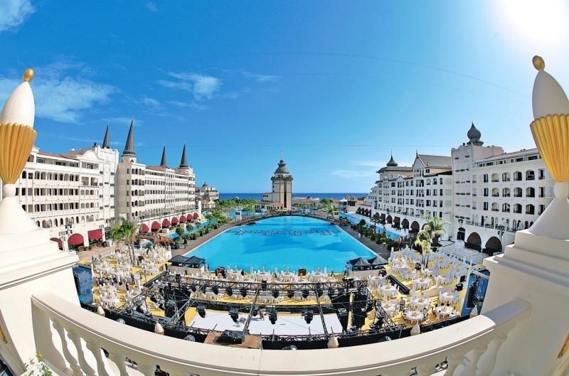 Antalya - Lara Beach Kundu ab 496 €