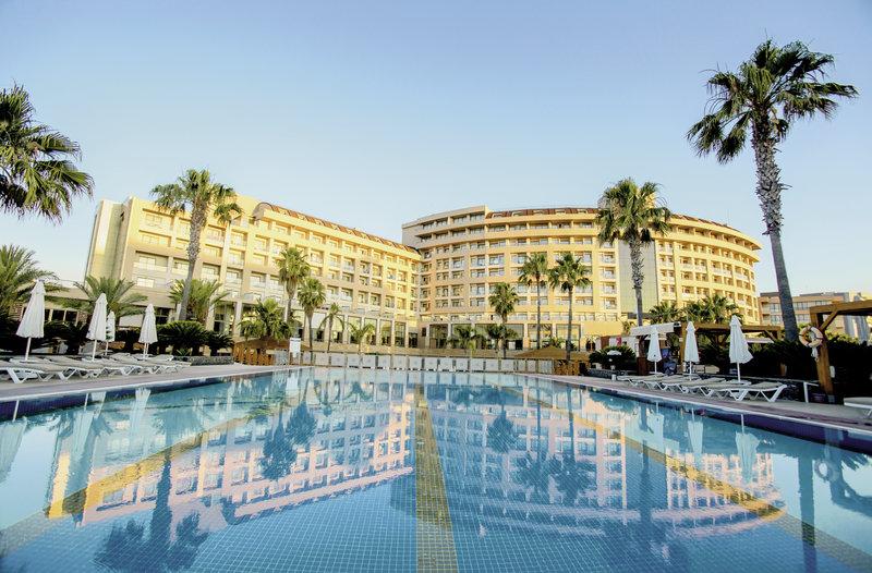 Antalya - Lara Beach Kundu ab 266 €