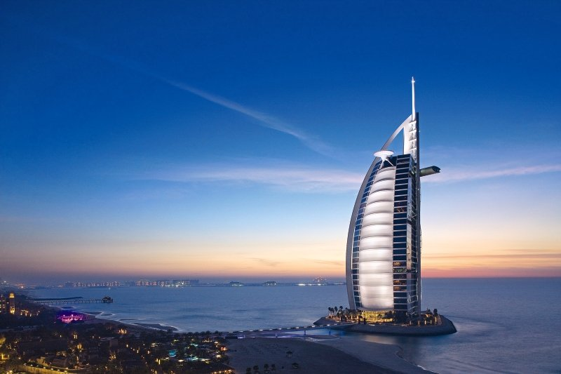 Dubai ab 3385 €