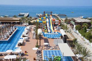 Hotel Quattro Beach Spa & Resort Pool