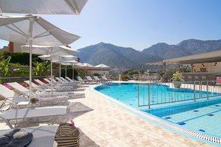 Hotel Amalia Apartments & Studios Pool