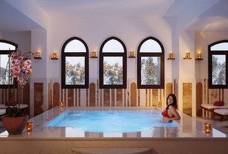 Hotel The Cove Rotana Resort Hallenbad