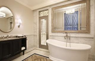 Hotel Habtoor Palace, LXR Hotels & Resorts Badezimmer