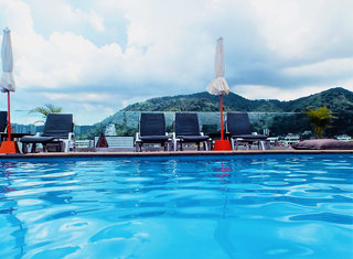 Hotel Days Inn Patong Beach Pool