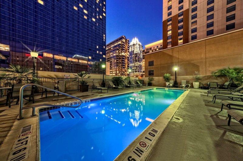 Hampton Inn & Suites Austin Downtown Pool