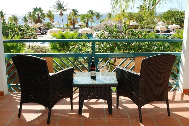 Plaza Beach Resort Bonaire Terrasse
