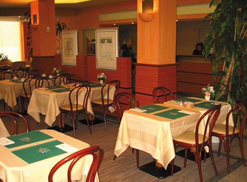 Aris Hotel Restaurant