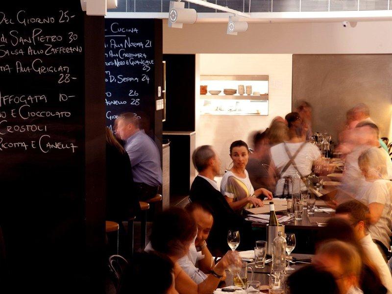 Adge Apartment Hotel Restaurant