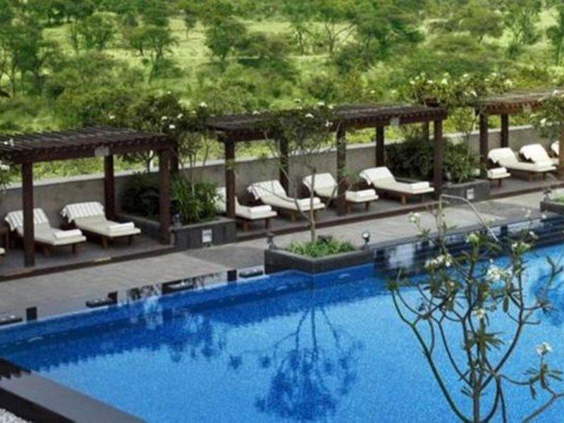 The Leela Ambience Gurgaon Hotel & Residences Pool
