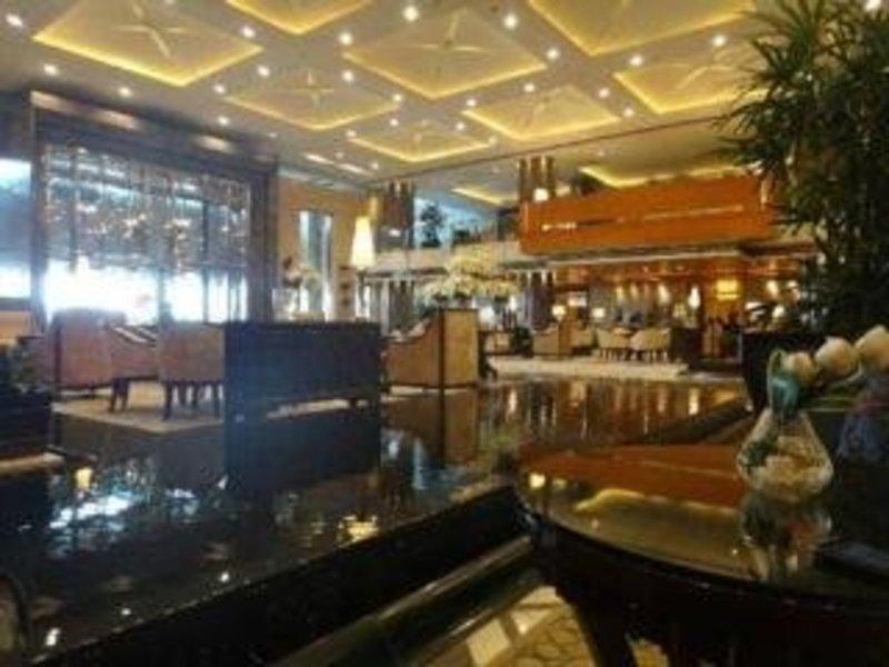 The Leela Ambience Gurgaon Hotel & Residences Bar
