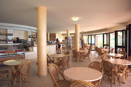Residence Esmeraldo Bar