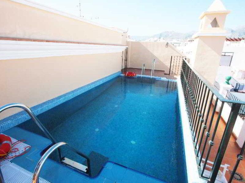 Nerjaluna Apartments Pool