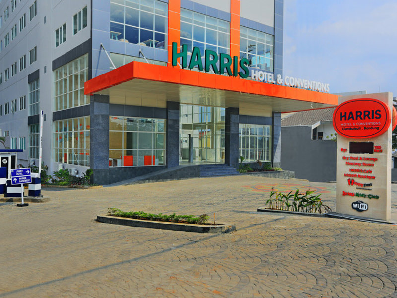 HARRIS Hotel & Convention Ciumbuleuit Bandung Außenaufnahme