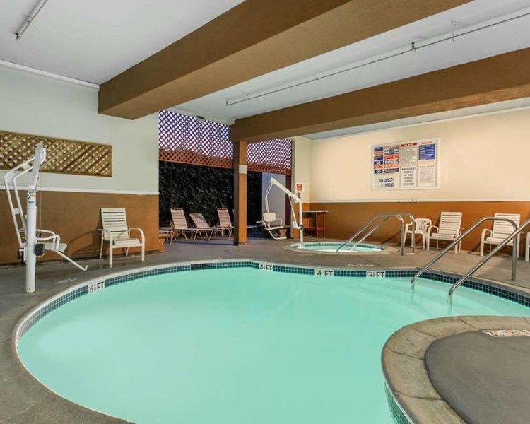 Ramada by Wyndham Anaheim Convention Center Pool
