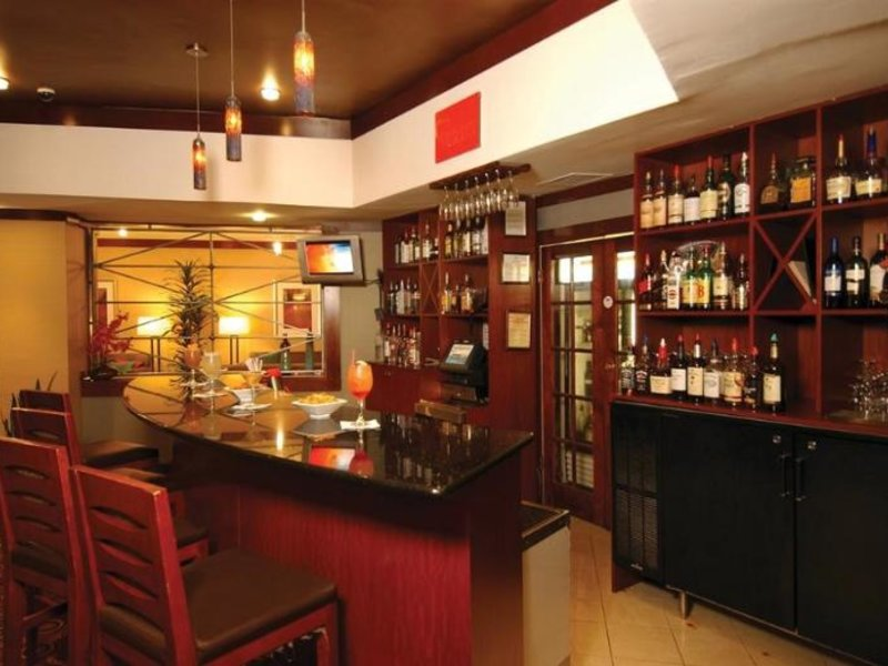 Doubletree North Druid Hills - Emory Area Bar