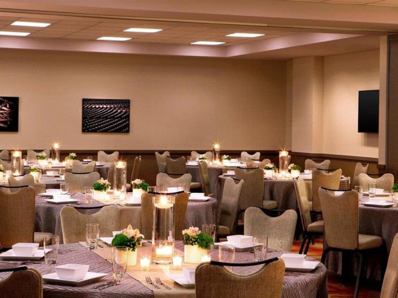 Aloft Chicago City Center Restaurant