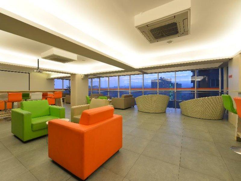 HARRIS Hotel & Convention Ciumbuleuit Bandung Lounge/Empfang