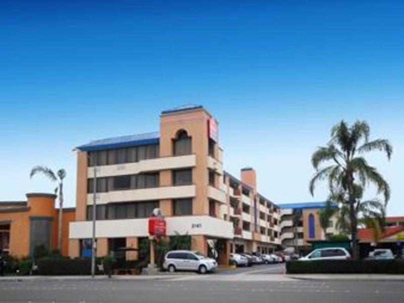 Ramada by Wyndham Anaheim Convention Center Außenaufnahme