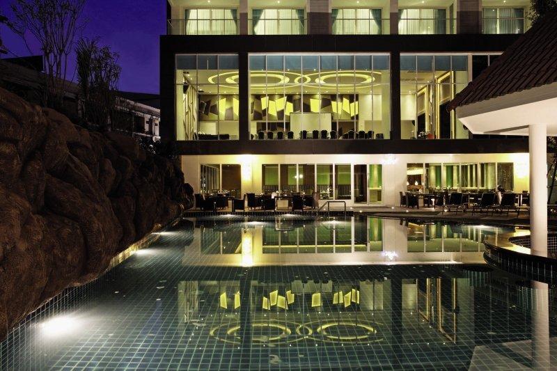 Centara Pattaya HotelPool