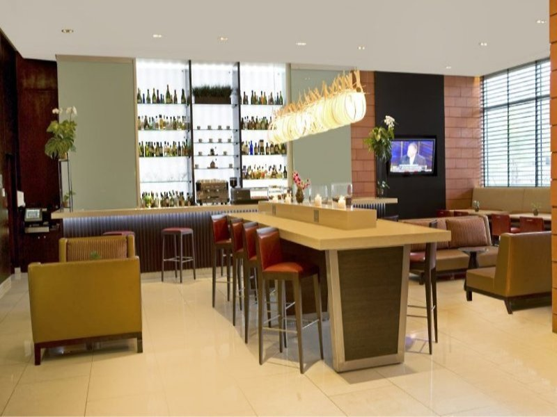 Courtyard by Marriott at Multiplaza Mall Bar
