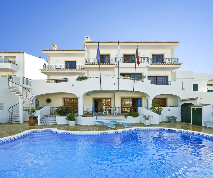 Cheerfulway Bertolina Mansion Pool