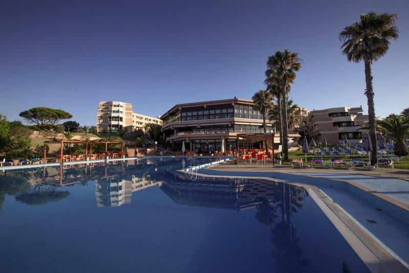 Auramar Beach Resort Pool