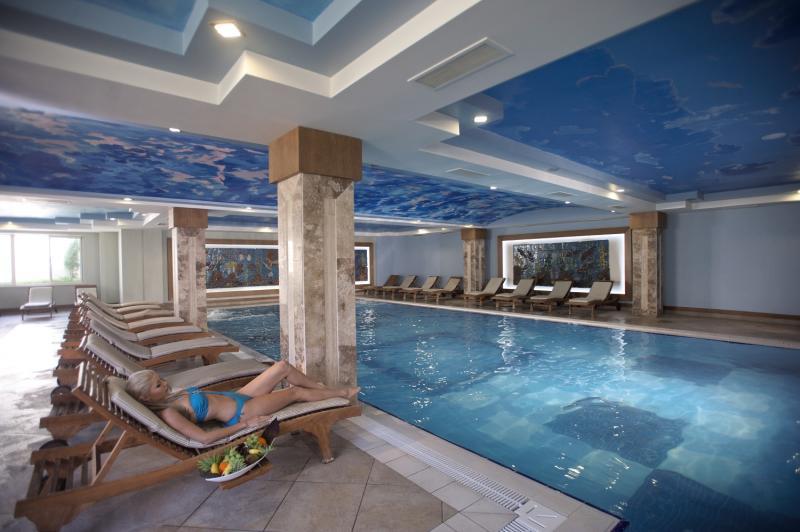 Crystal Paraiso Verde Resort & Spa Hallenbad