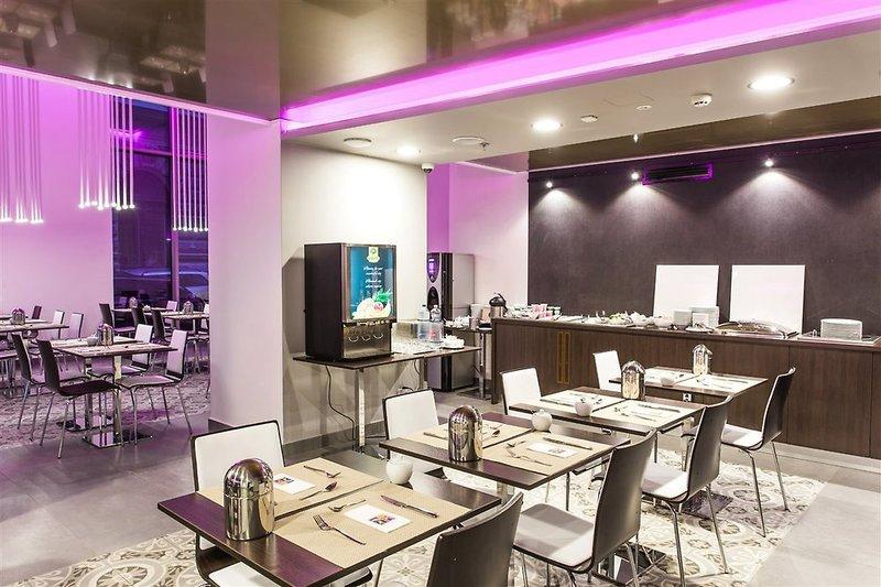 12 Revay Hotel Restaurant