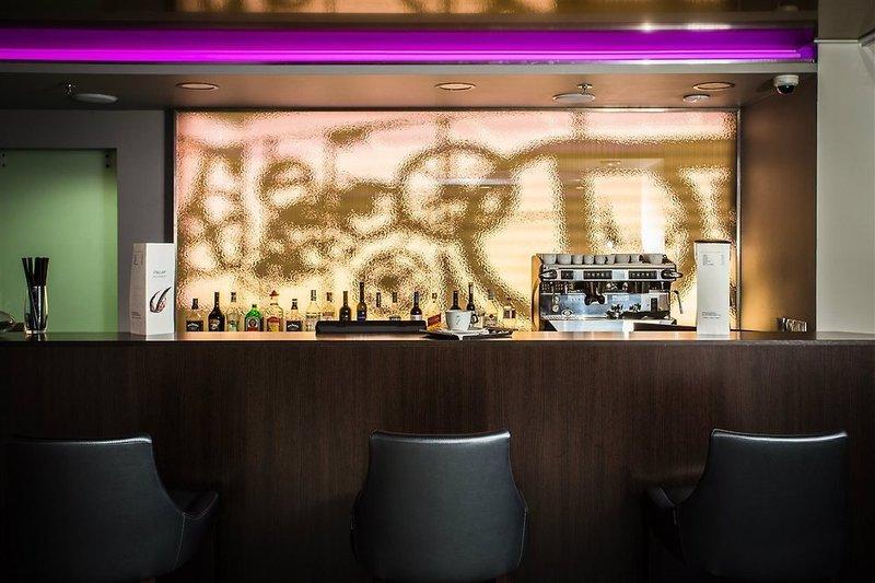 12 Revay Hotel Bar