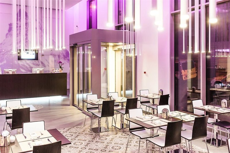12 Revay Hotel Lounge/Empfang