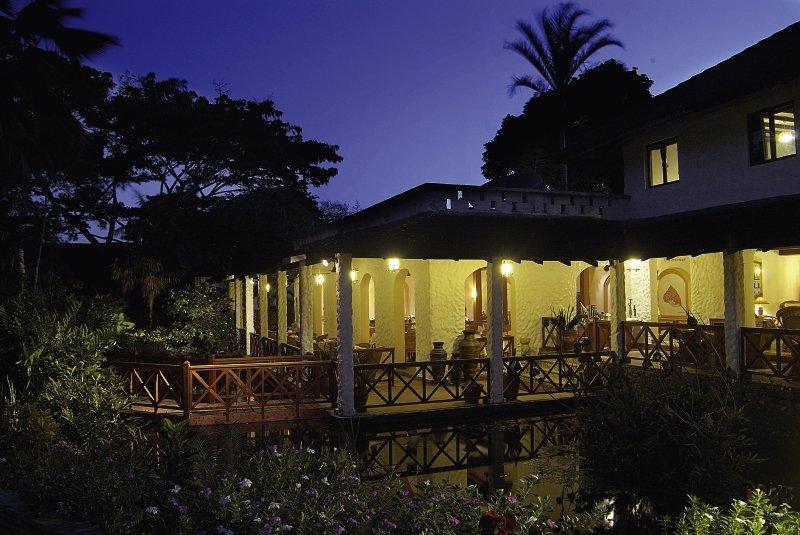 Pinewood Beach Resort & Spa Außenaufnahme