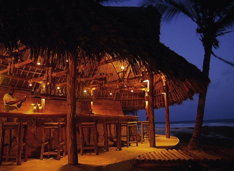 Pinewood Beach Resort & Spa Bar