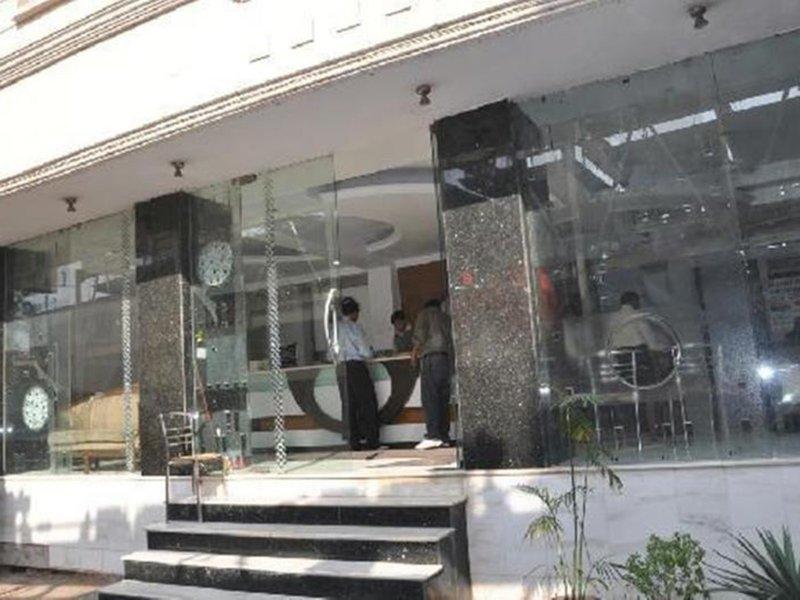 Hotel Chanchal Deluxe Außenaufnahme