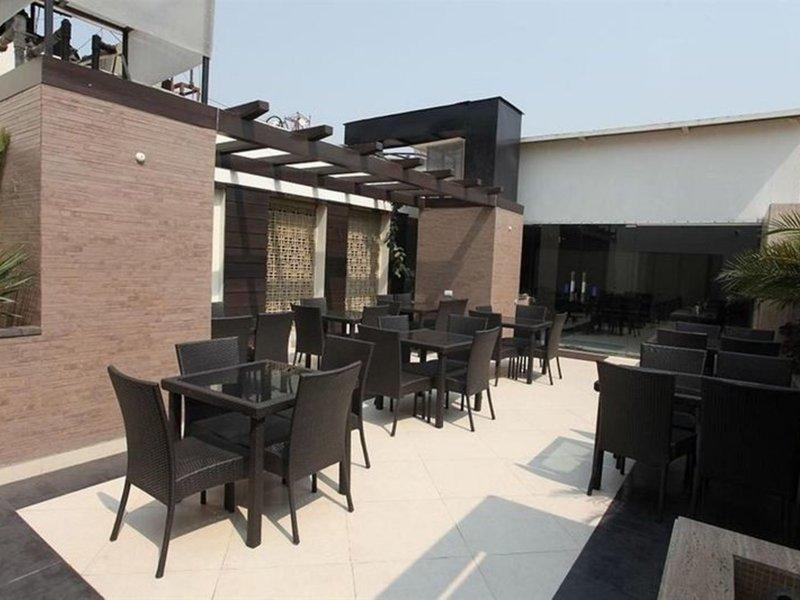 Hotel Chanchal Deluxe Restaurant