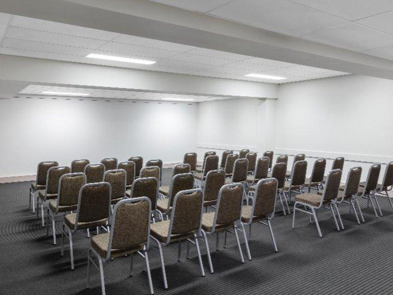 Medina Serviced Apartments Canberra Konferenzraum