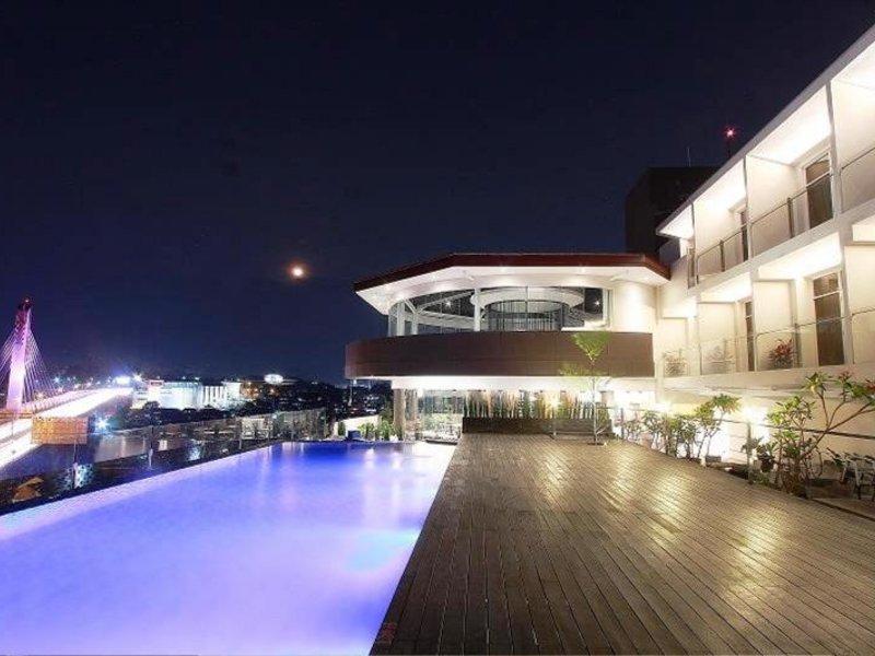 Grandia Hotel Pool