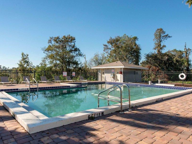Palazzo Lakeside Hotel Kissimmee Pool