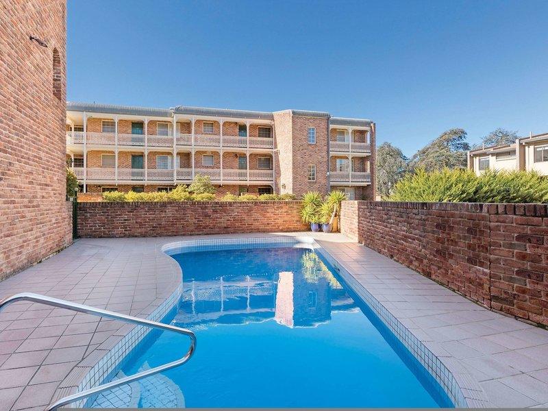Medina Serviced Apartments Canberra Pool