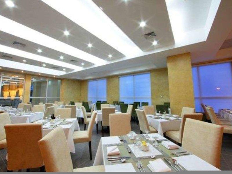 Victoria Hotel & Suites Panama Restaurant