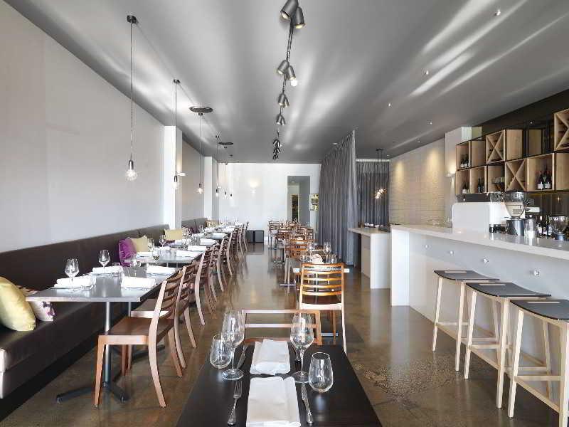 Adina Apartment St. Kilda Restaurant