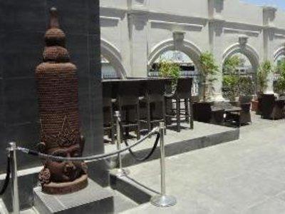 Goldfinch Hotel Mumbai Bar