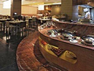 Radisson Gurugram Udyog Vihar  Restaurant