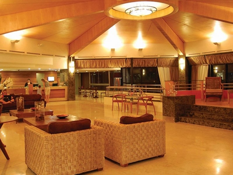 Ocean Palace Beach Resort & Bungalows Bar