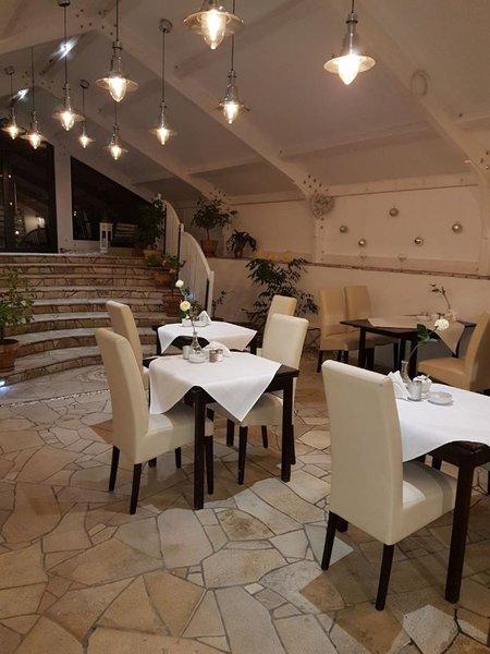 Hotel B.A.S. Villa Residence Restaurant