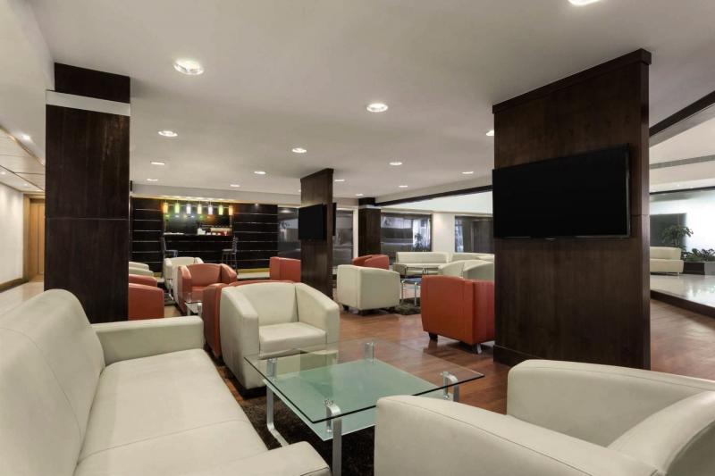 Ramada Qurum Beach Lounge/Empfang