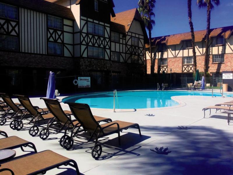 Anaheim Majestic Garden Hotel Pool