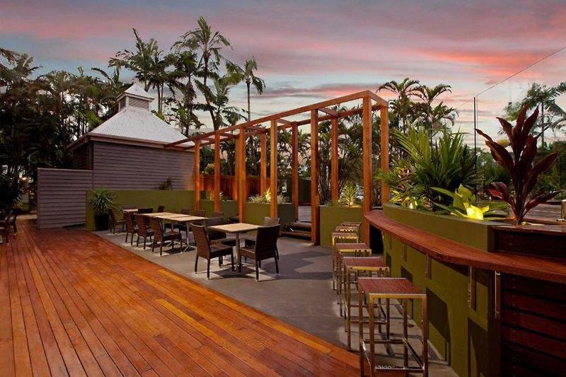 Rydges Esplanade Cairns Resort Bar